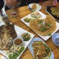 Photo taken at คนเมืองลพ ครัวเมืองลิง by Namwanz P. on 8/8/2016