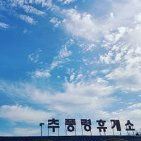 Photo taken at Chupungnyeong Service Area - Seoul-bound by 팰콘스케치 f. on 10/15/2015