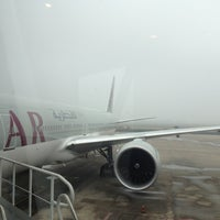 Photo taken at Noi Bai International Airport (HAN) by kritpad i. on 12/1/2012