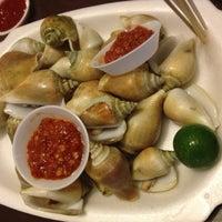 Photo taken at East Coast Lagoon Food Village by 세라 on 10/8/2012