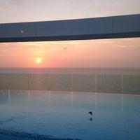 Photo taken at Bar y piscina borde infinito - Hotel Las Américas by Olga M. on 8/27/2015