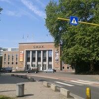 Photo taken at S.M.A.K.   Stedelijk Museum voor Actuele Kunst by Roberta S. on 7/23/2013