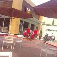 Photo taken at KFC by Elis Y. on 9/9/2014