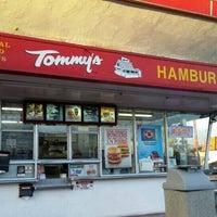 Photo taken at Original Tommy's Hamburgers by Beni B. on 12/29/2015