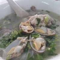 Photo taken at Yeng Kee Noodle House by Denice T. on 9/27/2014