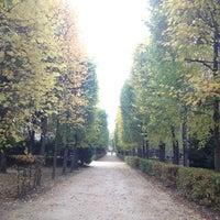 Photo taken at Jardin du Musée Rodin by KlarAgora K. on 11/10/2012