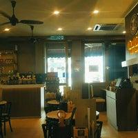 Photo taken at OldTown White Coffee by Zatara Y. on 9/5/2016
