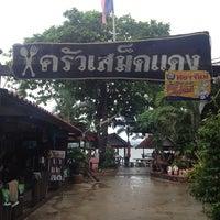 Photo taken at Krua Samed Dang by Maymey L. on 5/19/2013