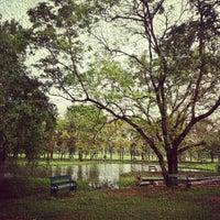รูปภาพถ่ายที่ Vachirabenjatas Park (Rot Fai Park) โดย Ratthaket I. เมื่อ 12/9/2012