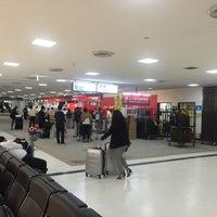 Photo taken at 成田空港第2ターミナル JAL ABC 手荷物託配カウンター by Katsunori K. on 7/27/2015