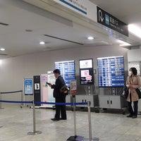 Photo taken at Baggage Claim by Katsunori K. on 11/13/2016