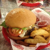 Photo taken at Fuddruckers by James E. on 3/28/2013
