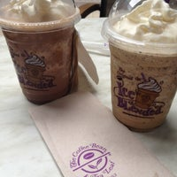 Photo taken at The Coffee Bean & Tea Leaf by Irej A. on 6/3/2012