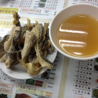 Photo taken at Wing Wah Noodles Shop 永華雲吞麵家 by Miss Z. on 4/30/2012