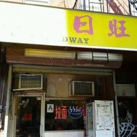 Photo taken at Lam Zhou Handmade Noodle by Federico T. on 10/31/2011
