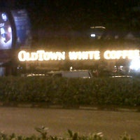 Photo taken at OldTown White Coffee by Adin (. on 6/30/2012