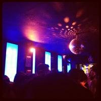 Foto tomada en 42nd Street Bar & Coffee por Fabz C. el 7/28/2012