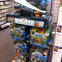 Photo taken at GameStop by 俊光 坂. on 11/19/2011