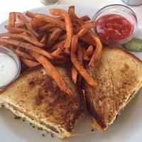 Photo taken at Toast Bakery & Café by ❤Ƙҽ ժ. on 5/29/2012