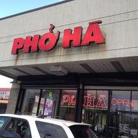 Photo taken at Pho Ha by Ethen Z. on 8/5/2012