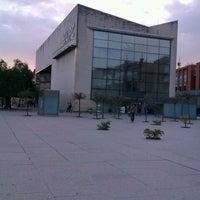 Foto tomada en Biblioteca Rector Gabriel Ferraté por Adrián A. el 3/6/2012