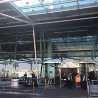 Photo taken at Aeroporto de Lisboa - Chegadas / Arrivals by Fawaz A. on 2/26/2012