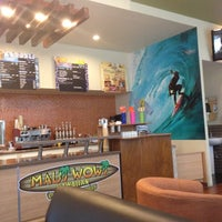Photo taken at Mau Wow Hawaiian Coffees & Smoothies by Javier A. on 6/29/2012