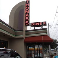 Photo taken at Thomas's Ham 'N' Eggery Diner by Jeff P. on 7/28/2012