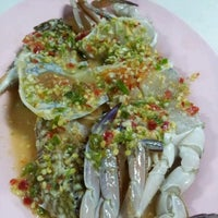 Photo taken at ร้านชัยโภชนา by Park H. on 11/20/2011
