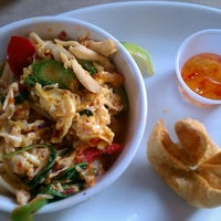 Photo taken at Lulu's Thai Noodle Shop by Peter I. on 7/12/2012