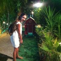Photo taken at Minigolf Las Fuentes by Debora R. on 8/14/2012
