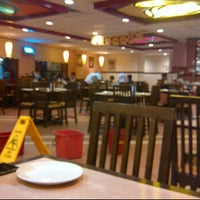 Photo taken at Pizza Hut Nilai by نزري ا. on 12/22/2011