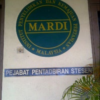 Photo taken at Blok makmal penyelidikan dan kemajuan pertanian malaysia by adzyenn r. on 2/2/2012