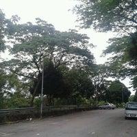 Photo taken at Fakulti Senibina, Perancangan dan Ukur by abdurrahman r. on 4/18/2012
