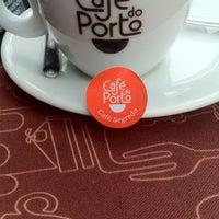 Photo taken at Café do Porto by Alvaro F. on 8/8/2012
