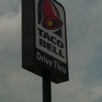 Photo taken at Taco Bell by Vanessa S. on 7/17/2011