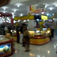 Photo taken at Sultan Keraton Mojopahit by Vindra N. on 8/29/2012