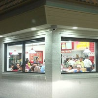Photo taken at In-N-Out Burger by Jon W. on 9/4/2011