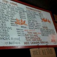 Photo taken at Sara Tomyam Seafood - Mee Udang by NLZR R. on 10/13/2011