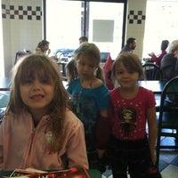 Das Foto wurde bei Goldberg's Bagels von Noel U. am 11/26/2011 aufgenommen