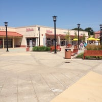 Photo taken at Chicago Premium Outlets by Paulo Eduardo M. on 7/7/2012