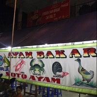 Photo taken at Pondok Ikan & Ayam Bakar Cak Irul 77 by Andi A. on 12/29/2011