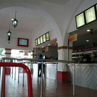 Photo taken at Johnny Rockets by Sergio H. on 8/13/2012