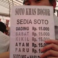 Photo taken at Putra Kalimantan Food Court by Bonifasius S. on 10/6/2011