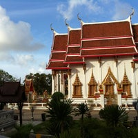 Photo taken at วัดไชยธาราราม (วัดฉลอง) Wat Chalong by Nong C. on 7/22/2012