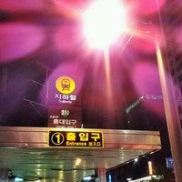 Photo taken at Hongik Univ. Stn. by 샹스 on 11/13/2011
