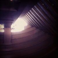 Photo taken at Mandarin Oriental, Singapore by Monthon S. on 7/6/2012