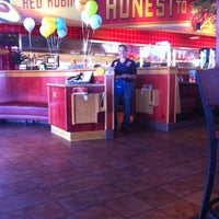 Photo taken at Red Robin Gourmet Burgers by Daniel F. on 8/1/2011