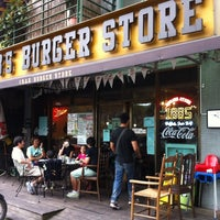 Photo taken at 1885 Burger Store by Wanglin T. on 6/3/2012