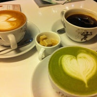 Photo taken at CAFÉ AMOKKA by Soyoung Y. on 3/23/2011